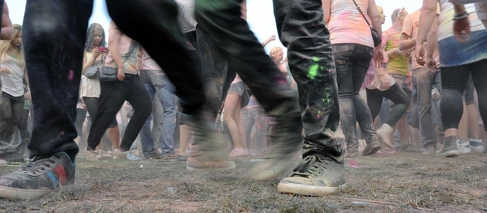 Sonne , Farbe und coole Beats - Holi in Halle (6/6)