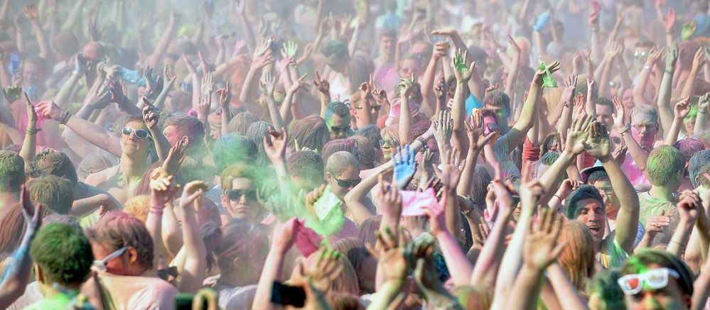 Sonne , Farbe und coole Beats - Holi in Halle (3/6)