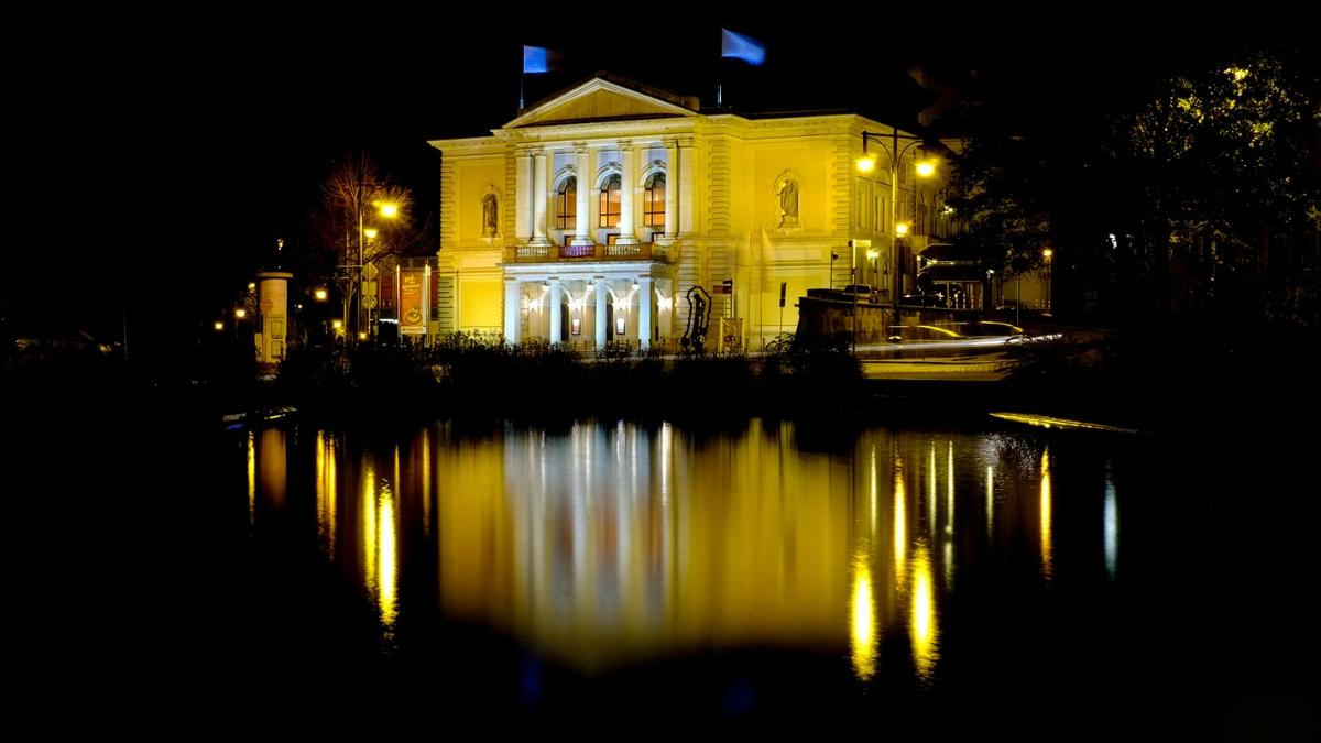 Oper Halle/Saale bei Nacht Fuji X100
