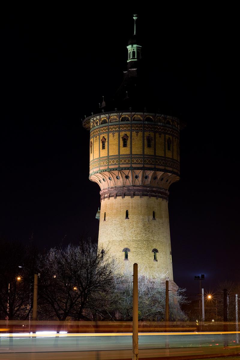 Wasserturm - Nord , Halle bei Nacht