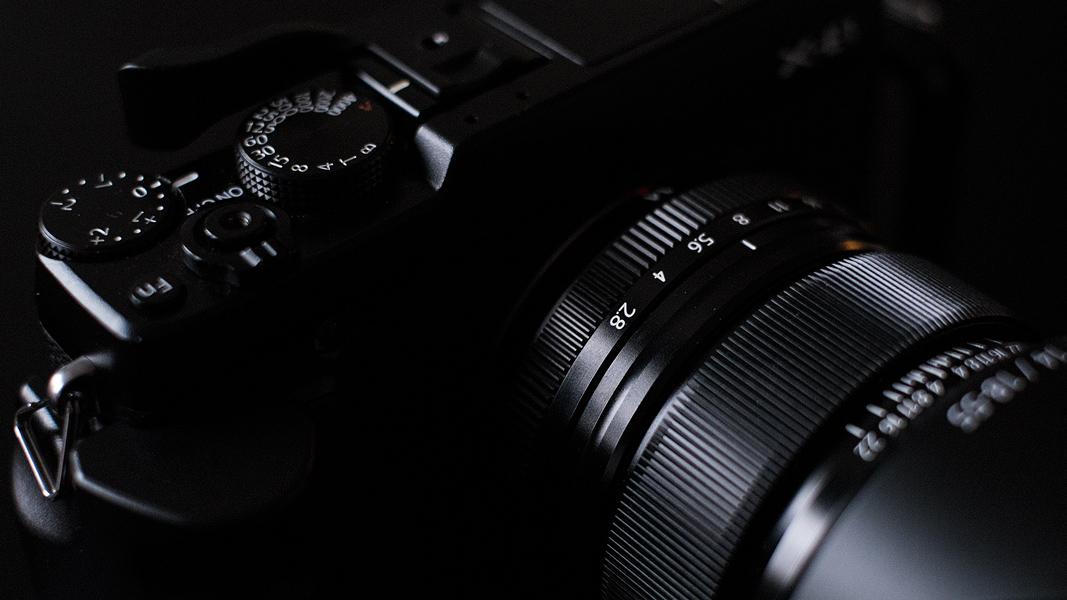 Fuji XE 1 mit iSHOOT Handgriff und Daumenauflage von Pixco
