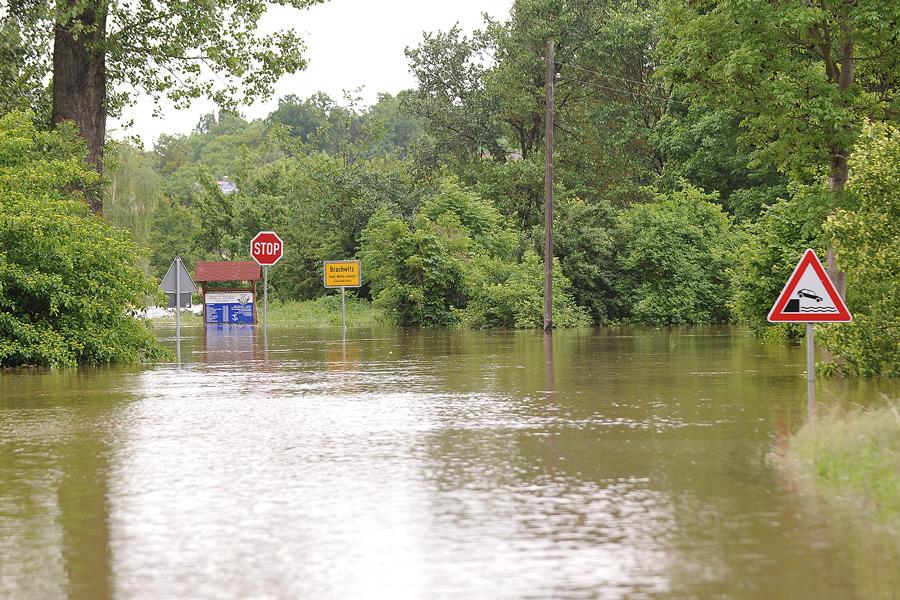 Hochwasser 2013 - Blick zur Fähre Brachwitz