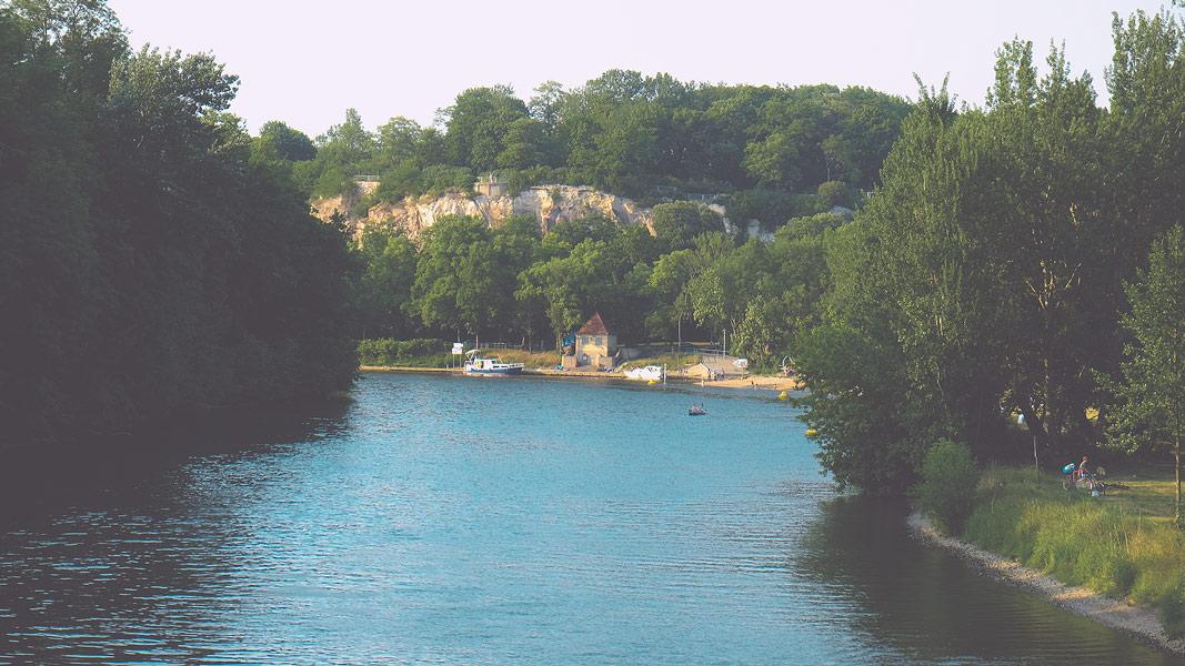 Blick von der Peißnitzbrücke zum Riveufer